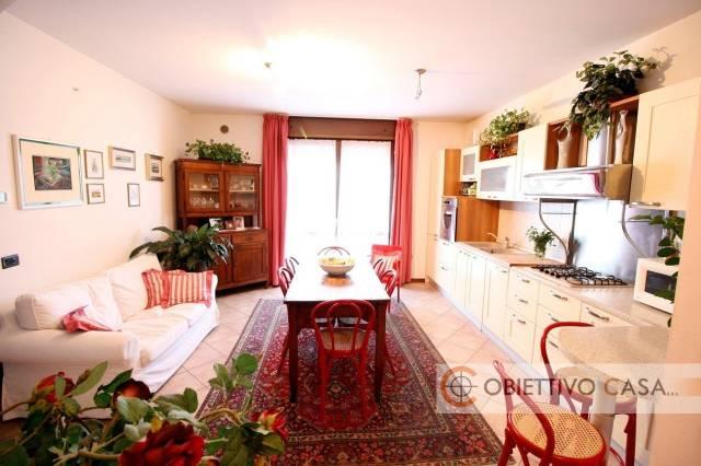 Appartamento in ottime condizioni in vendita Rif. 6756062
