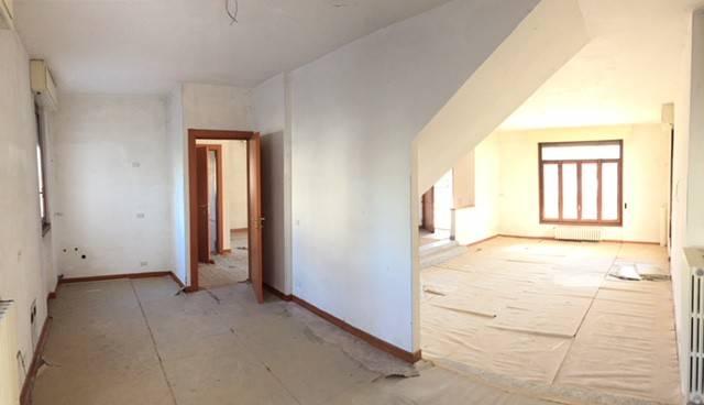 Appartamento in buone condizioni in affitto Rif. 6969668