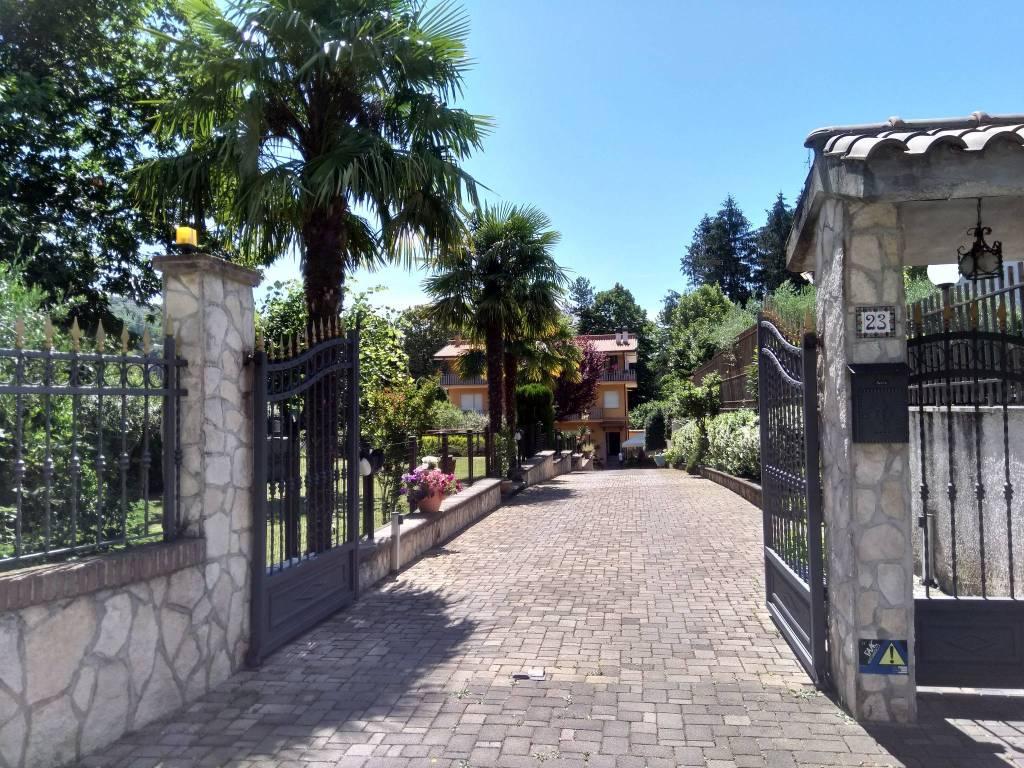 Appartamento in buone condizioni arredato in affitto Rif. 8204399