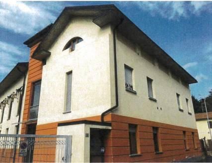 Appartamento in buone condizioni in vendita Rif. 8640558