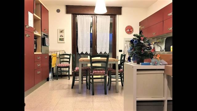 Appartamento in buone condizioni in vendita Rif. 6974218