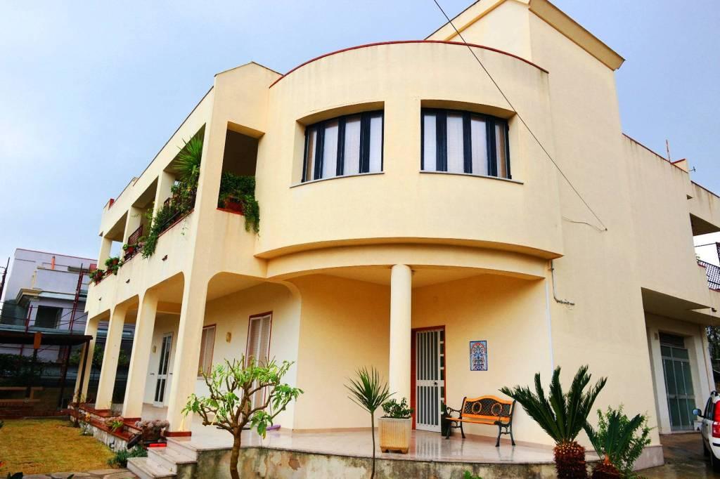 Villa in buone condizioni in vendita Rif. 9174878