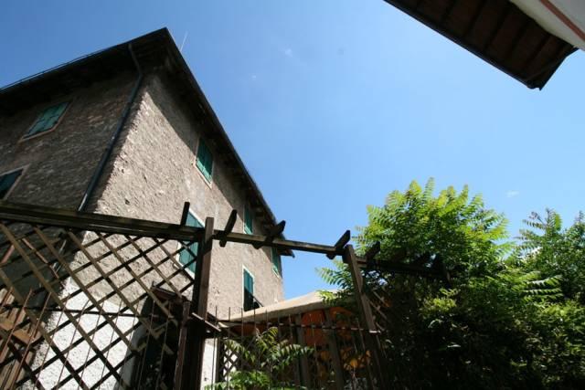 Appartamento in buone condizioni in vendita Rif. 6973156