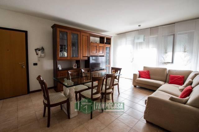 Appartamento in vendita a Nerviano, 3 locali, prezzo € 150.000   CambioCasa.it