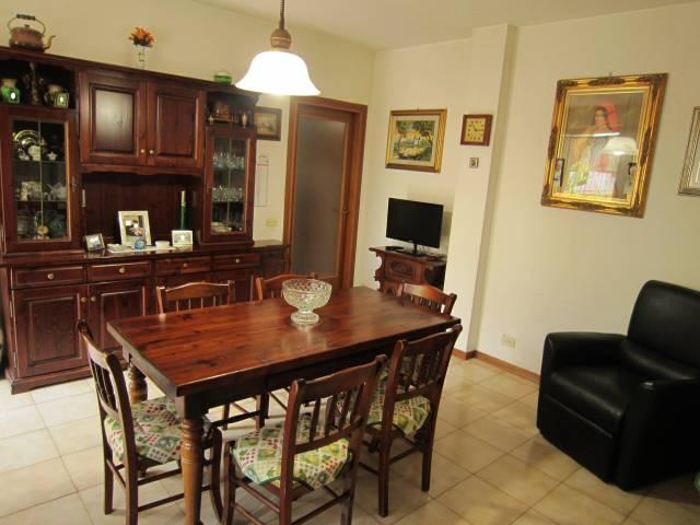 Appartamento in buone condizioni arredato in vendita Rif. 6971076