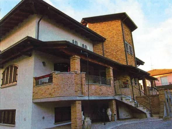 Villa in buone condizioni in vendita Rif. 8640561