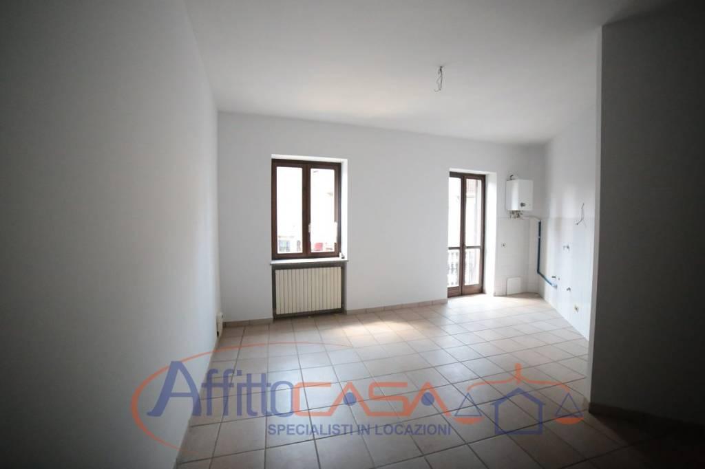 Appartamento in buone condizioni in affitto Rif. 6978682