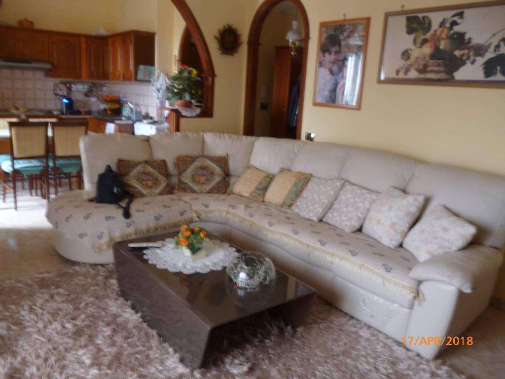 Appartamento in buone condizioni in vendita Rif. 8962722