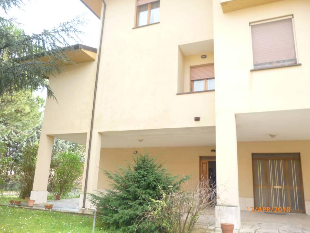 Appartamento in buone condizioni arredato in vendita Rif. 8962723