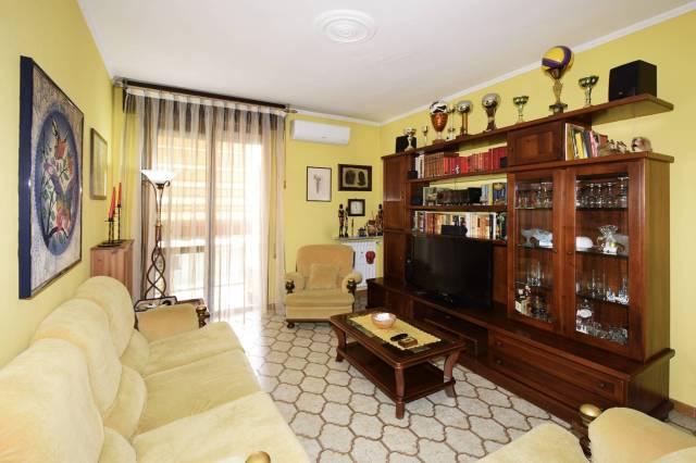 Appartamento in buone condizioni parzialmente arredato in vendita Rif. 6989617