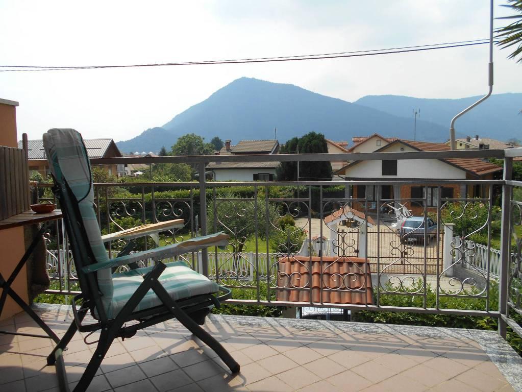 Appartamento in buone condizioni parzialmente arredato in vendita Rif. 6711109