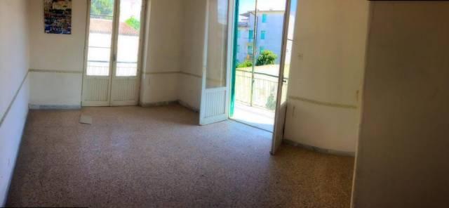 Appartamento da ristrutturare in vendita Rif. 6408326