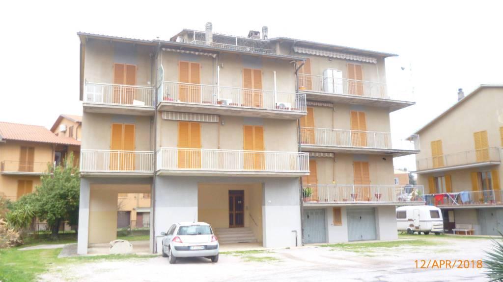 Appartamento in buone condizioni in vendita Rif. 8962725