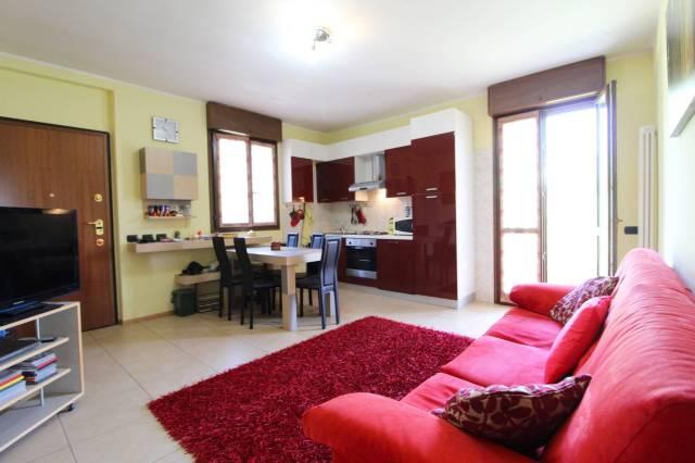 Appartamento in buone condizioni parzialmente arredato in vendita Rif. 7005439