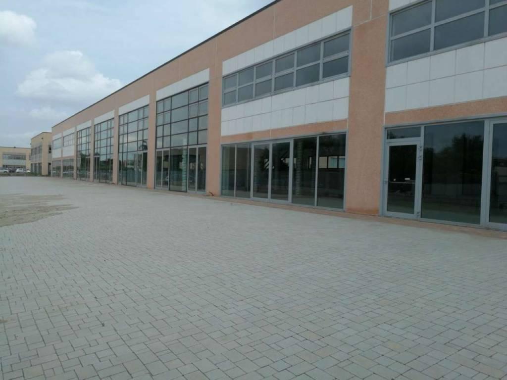 Capannone in vendita a Asti, 5 locali, prezzo € 3.500.000 | CambioCasa.it