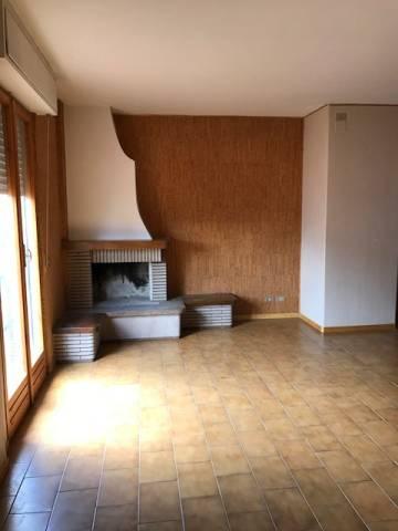 Appartamento in buone condizioni in affitto Rif. 7004248