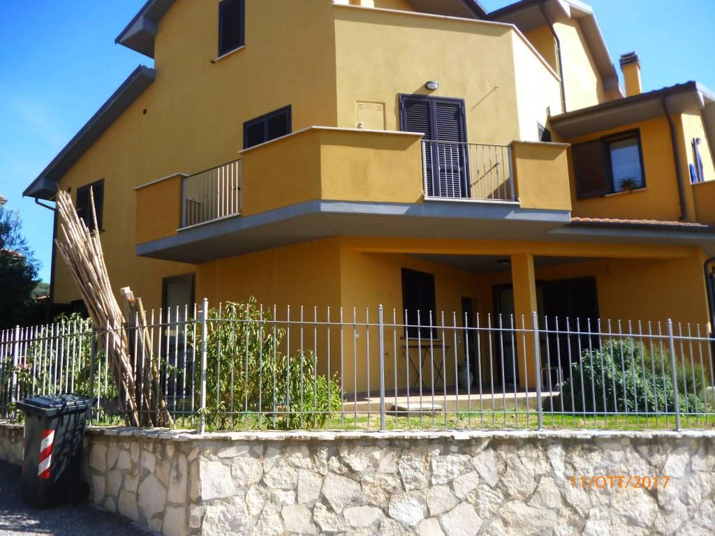 Appartamento in Vendita a Passignano Sul Trasimeno Centro: 3 locali, 67 mq