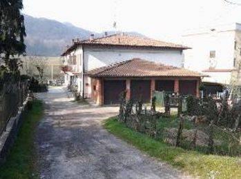 Appartamento in buone condizioni in vendita Rif. 7860849
