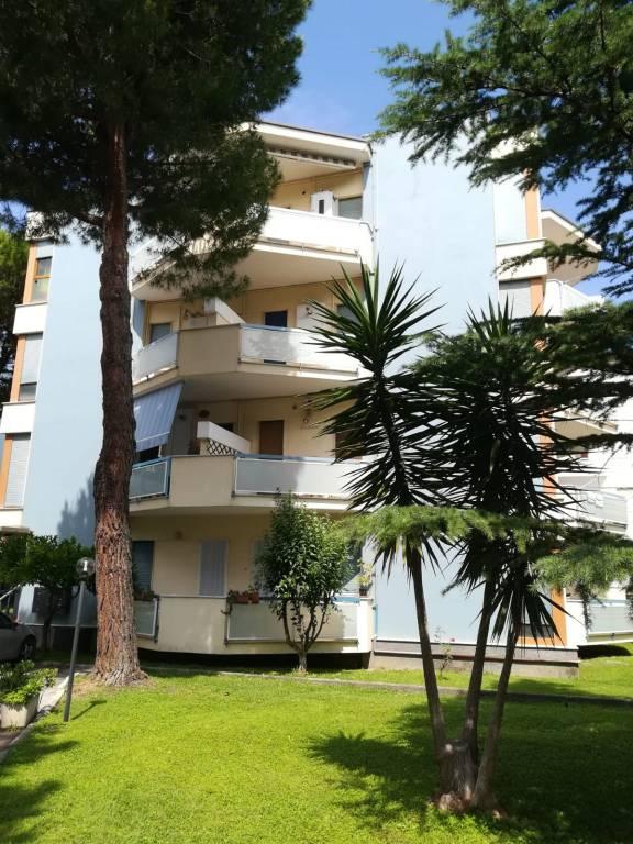 Appartamento in buone condizioni arredato in vendita Rif. 9210979