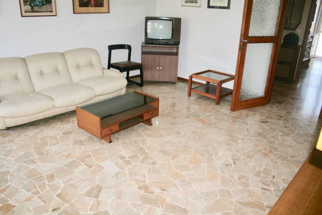 Appartamento in buone condizioni in vendita Rif. 7001130