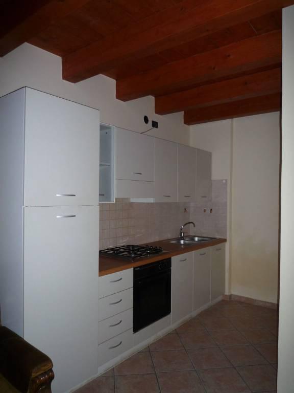 Appartamento in ottime condizioni arredato in affitto Rif. 7691184