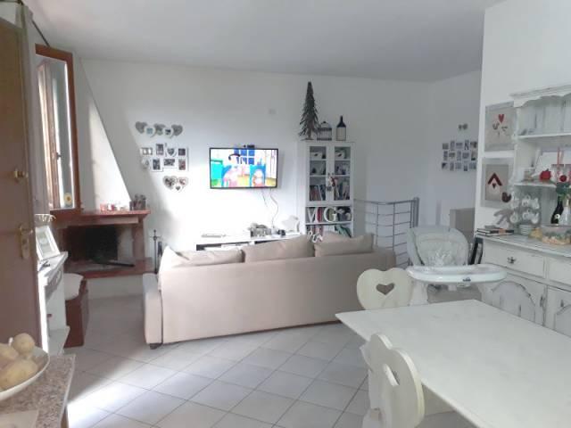 Appartamento in buone condizioni parzialmente arredato in affitto Rif. 7002770