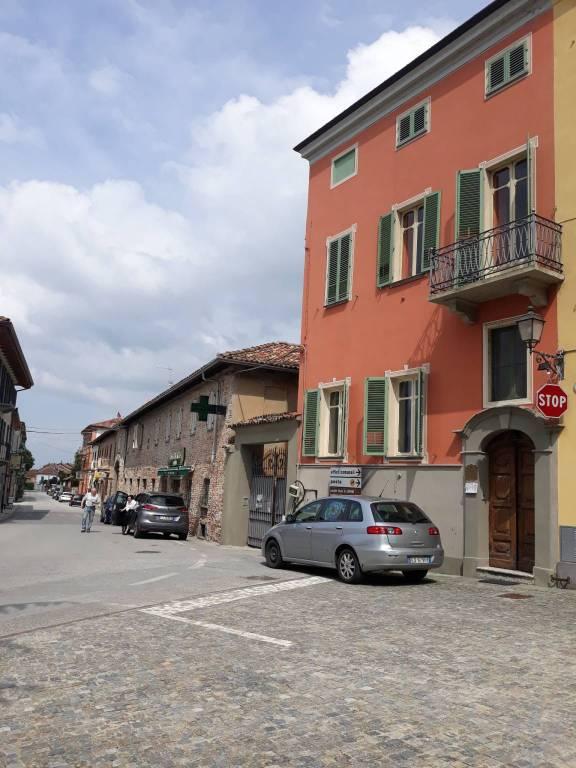 Palazzo / Stabile in affitto a Govone, 8 locali, prezzo € 1.000 | PortaleAgenzieImmobiliari.it