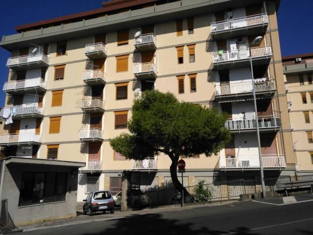 Appartamento in buone condizioni in vendita Rif. 6916643