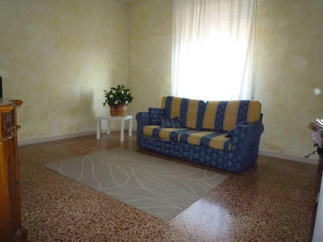 Appartamento in ottime condizioni arredato in affitto Rif. 7015525