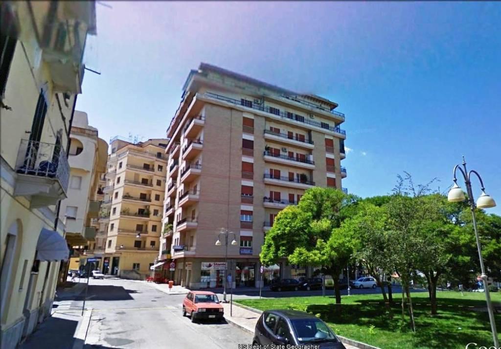 Appartamento in buone condizioni in affitto Rif. 7016935