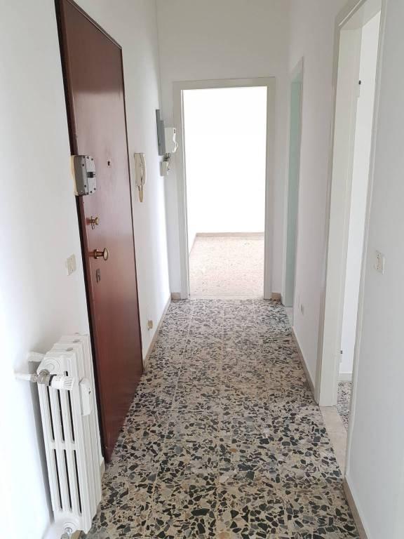 Appartamento in buone condizioni in vendita Rif. 6887917