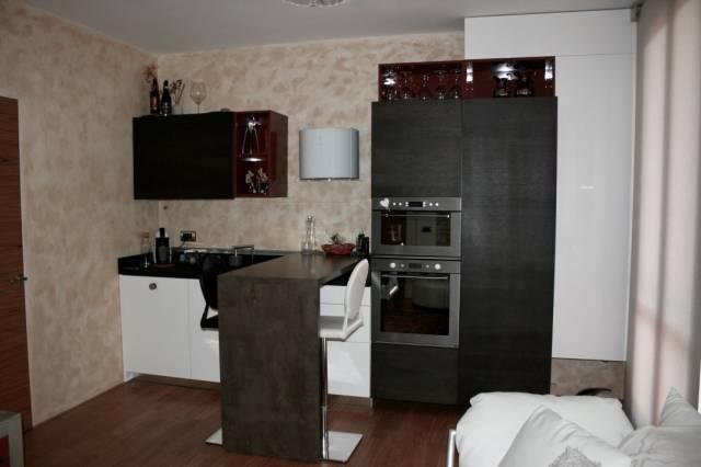 Appartamento in ottime condizioni parzialmente arredato in vendita Rif. 7015526