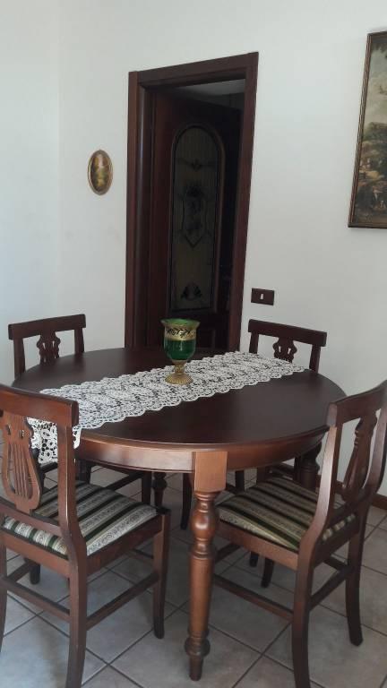 Appartamento in buone condizioni arredato in vendita Rif. 7186601