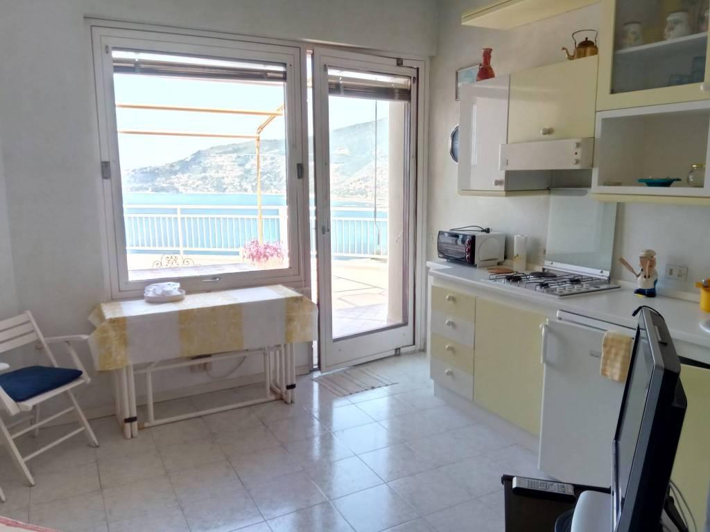 Appartamento in affitto a Ospedaletti, 2 locali, prezzo € 1.500 | CambioCasa.it