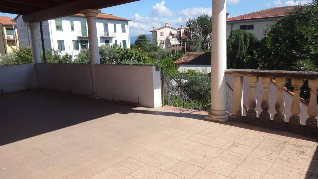 Appartamento in buone condizioni in vendita Rif. 7013982
