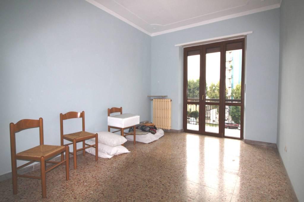 Appartamento in buone condizioni in vendita Rif. 9155332