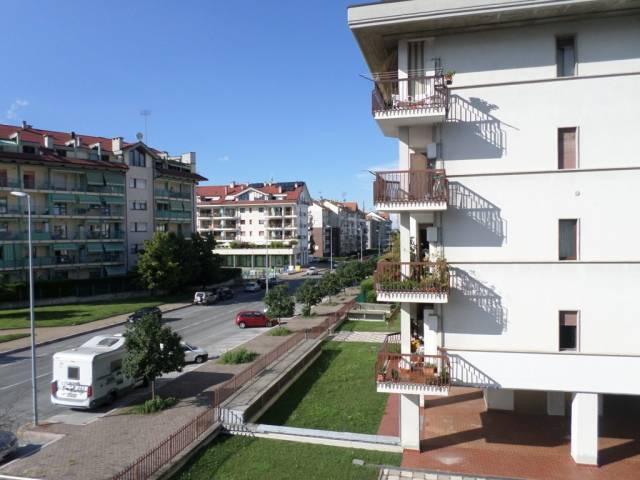 Appartamento in buone condizioni arredato in affitto Rif. 7014044