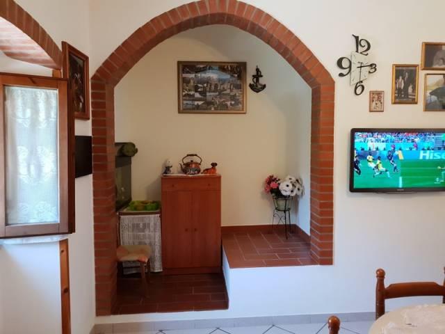 Appartamento in buone condizioni in vendita Rif. 7014726