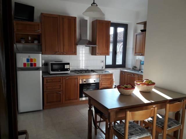 Appartamento in buone condizioni arredato in affitto Rif. 6737302