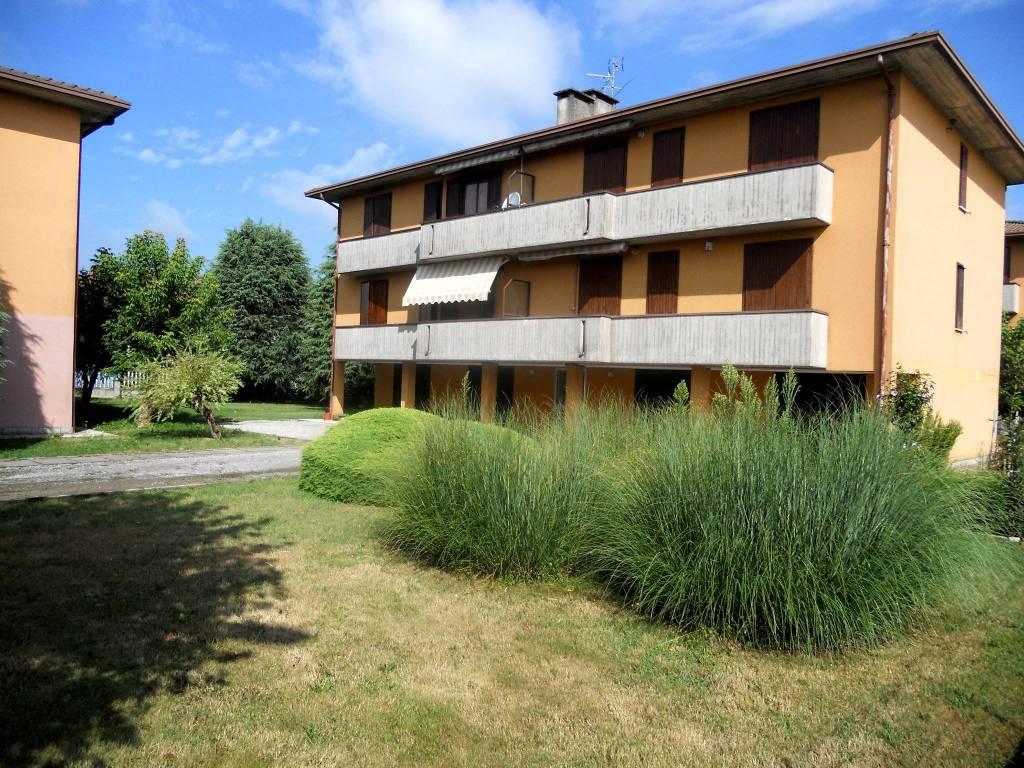 Appartamento in buone condizioni in vendita Rif. 9160077