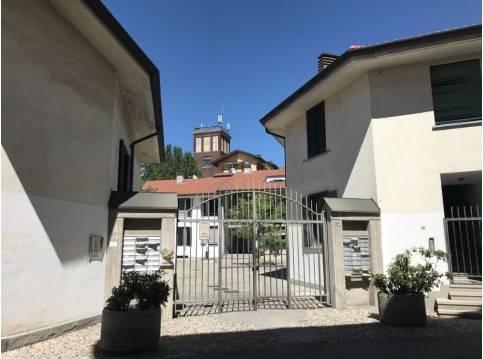 Appartamento in buone condizioni in vendita Rif. 7019543