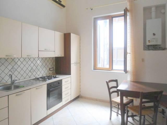 Appartamento in buone condizioni arredato in affitto Rif. 7012570