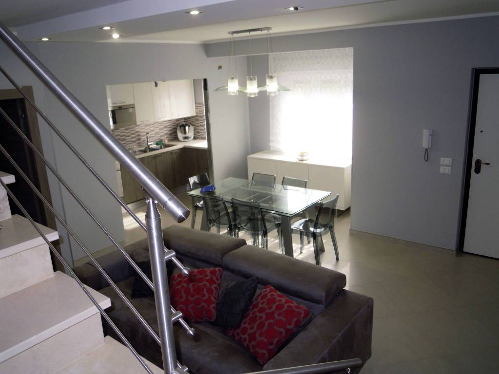 Appartamento in ottime condizioni arredato in vendita Rif. 7403520