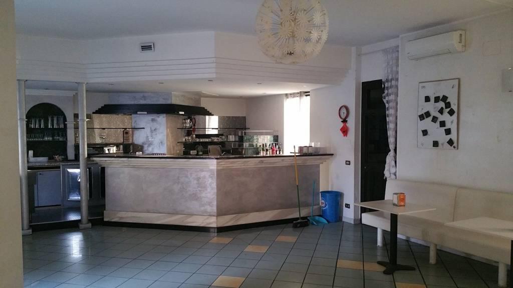 Negozio / Locale in affitto a Osio Sopra, 6 locali, prezzo € 450   CambioCasa.it
