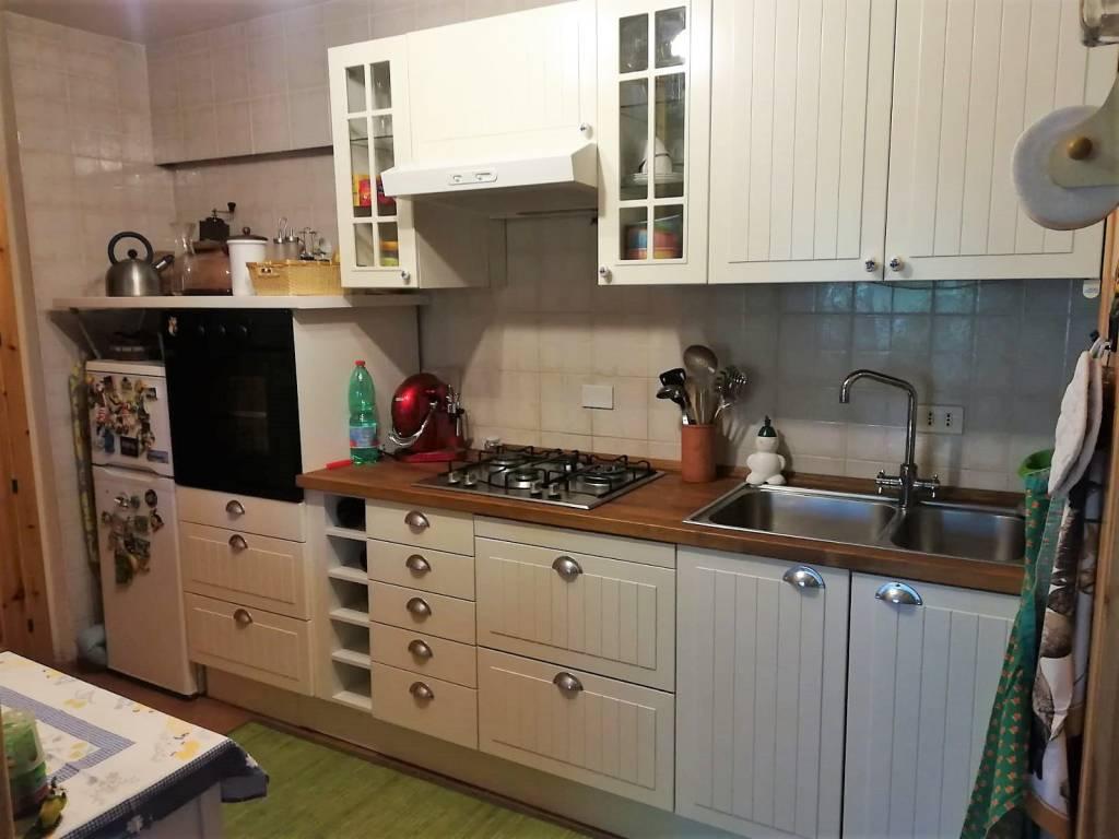 Appartamento in ottime condizioni parzialmente arredato in vendita Rif. 8111228