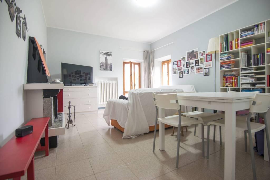 Appartamento in buone condizioni parzialmente arredato in vendita Rif. 9098839