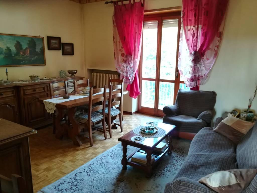 Appartamento in buone condizioni in vendita Rif. 9150515
