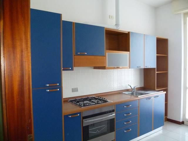 Appartamento in buone condizioni arredato in affitto Rif. 7028933