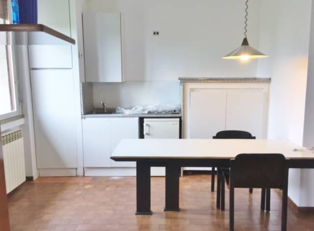 Appartamento in buone condizioni arredato in affitto Rif. 7028382