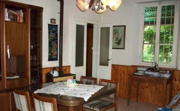 Villa in vendita a Codevilla, 4 locali, prezzo € 150.000   CambioCasa.it